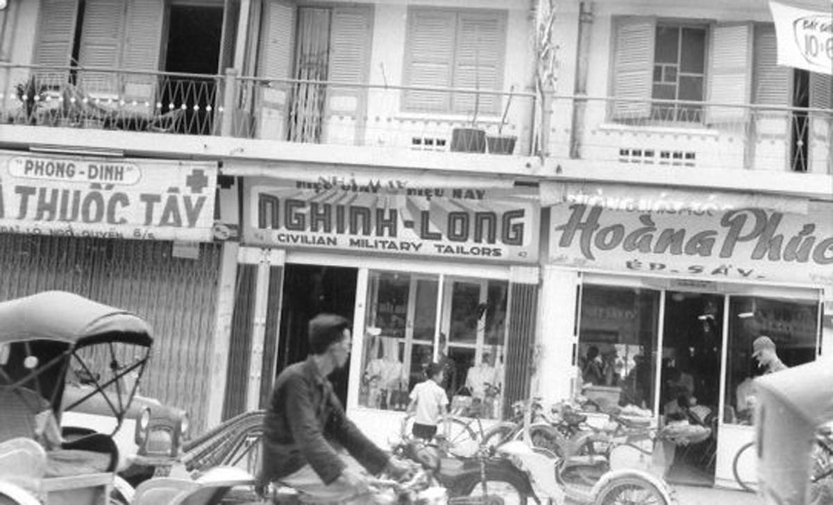 Những cửa hàng ở trung tâm Heavy traffic downtown Cần Thơ năm 1965