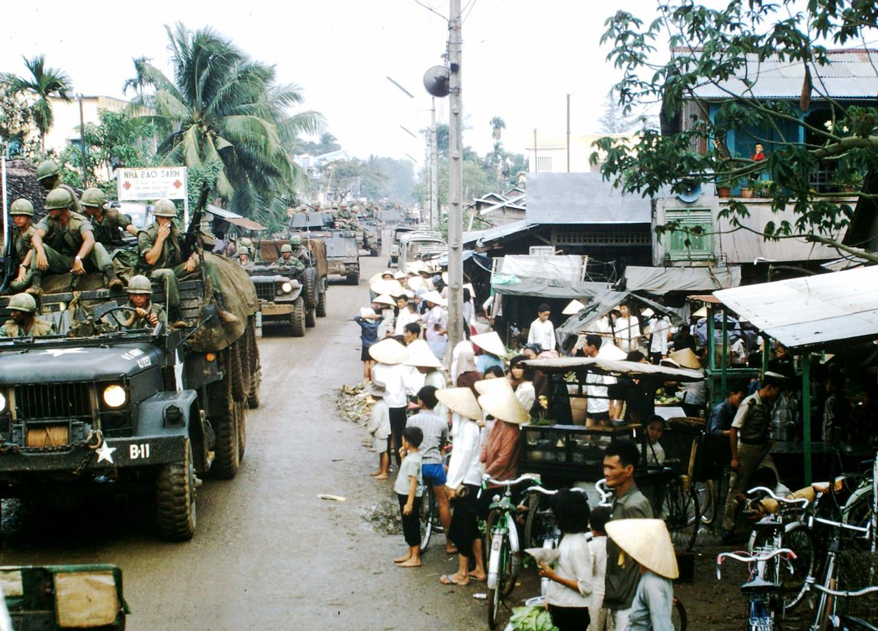 Quân đội đi ngang khu vực Thị xã Cần Thơ tháng 5 năm 1967