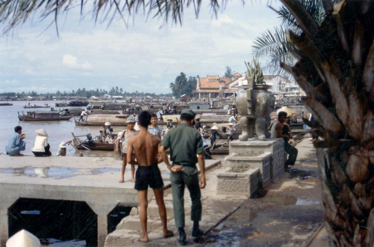 Sông và chợ Cần Thơ xưa (Nay là khu vực bến Ninh Kiều)