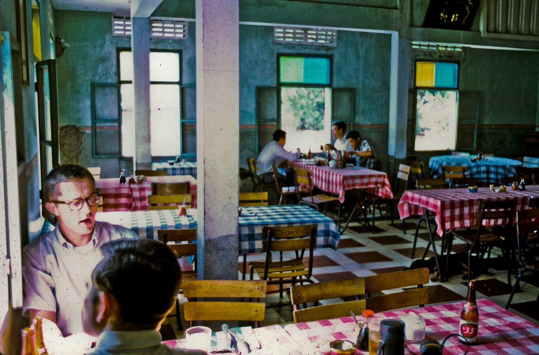 Bên trong nhà hàng Cửu Long ở Mỹ Tho năm 1969