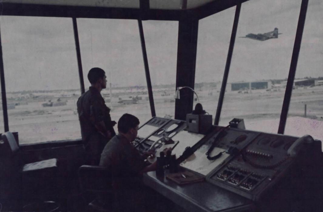 Tháp điều khiển bên trong sân bay quân sự Cần Thơ xưa