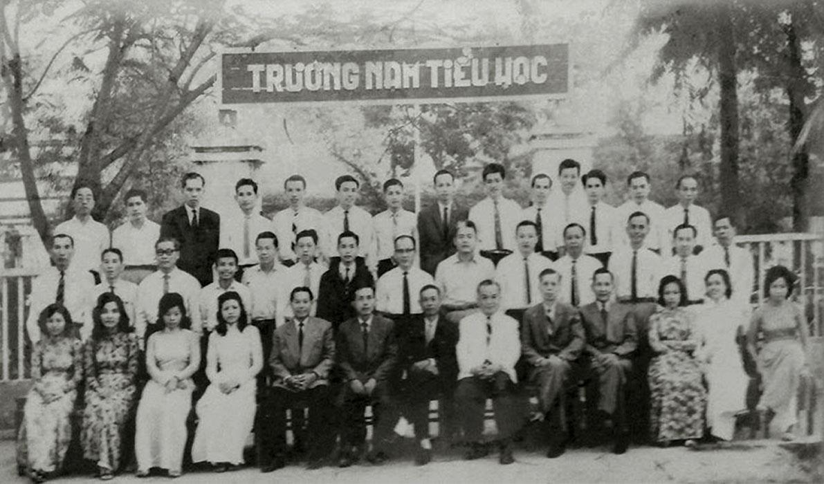 Thầy cô trường Nam tiểu học Cần Thơ thập niên 1960s