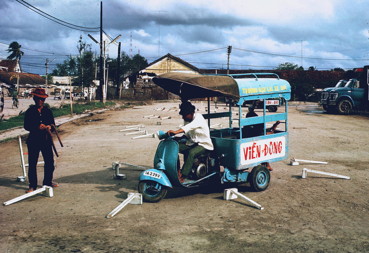Thi bằng lái xe lôi năm 1968