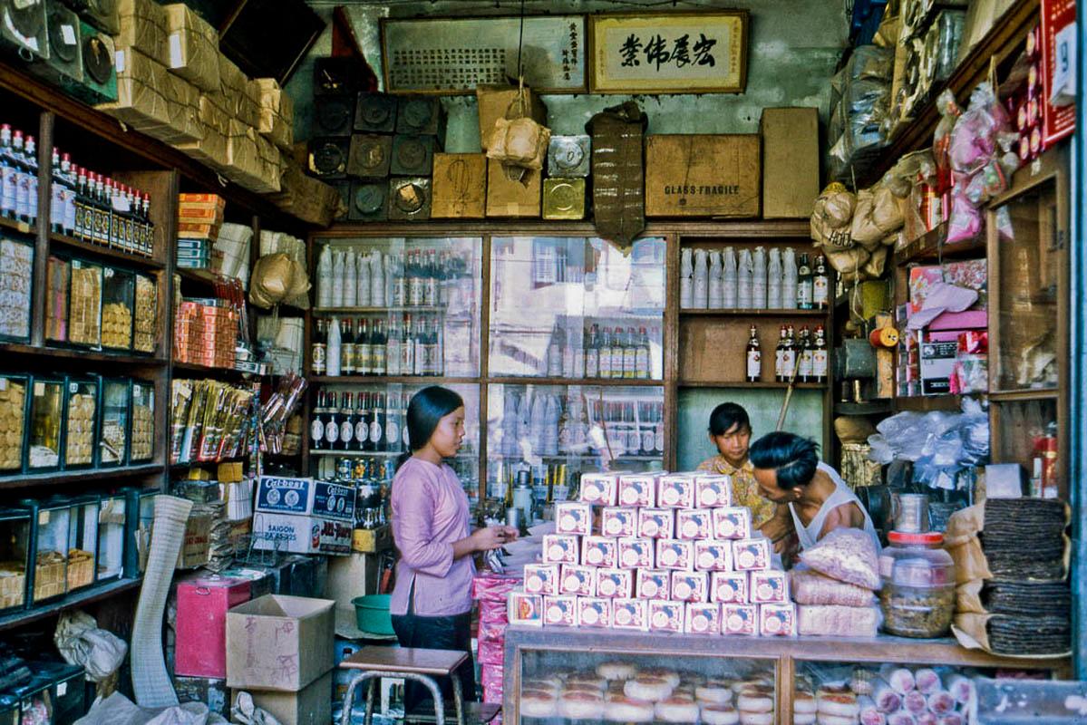 Tiệm tạp hóa tại khu thương mại phía Đông TP Mỹ Tho tỉnh Định Tường năm 1969