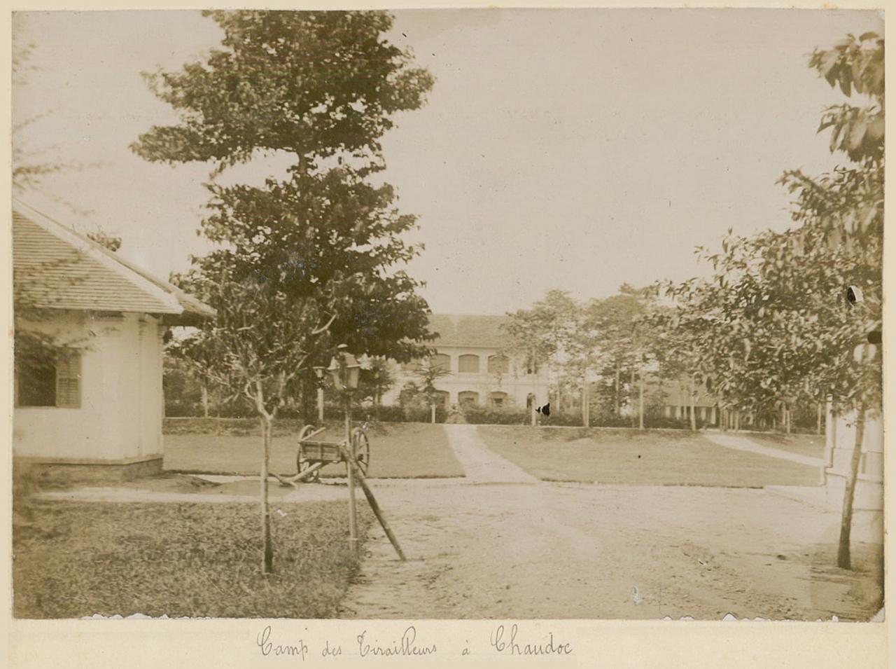 Trại lính khố đỏ ở Châu Đốc khoảng năm 1895