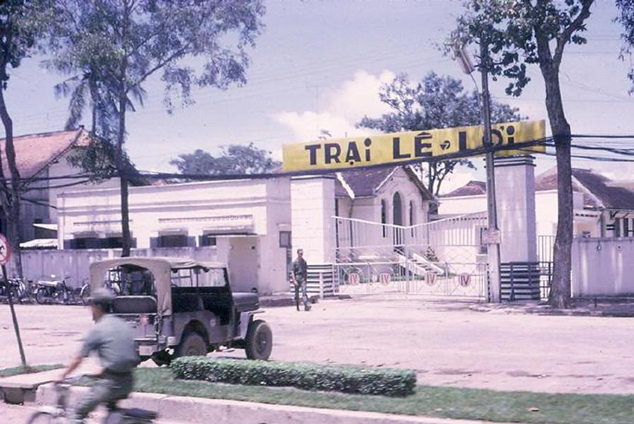 Bộ Tư Lệnh quân đoàn IV quân khu 4 nằm trong trại Lê Lợi (Hiện nay là Bảo tàng quân đội ở đường 30/4)