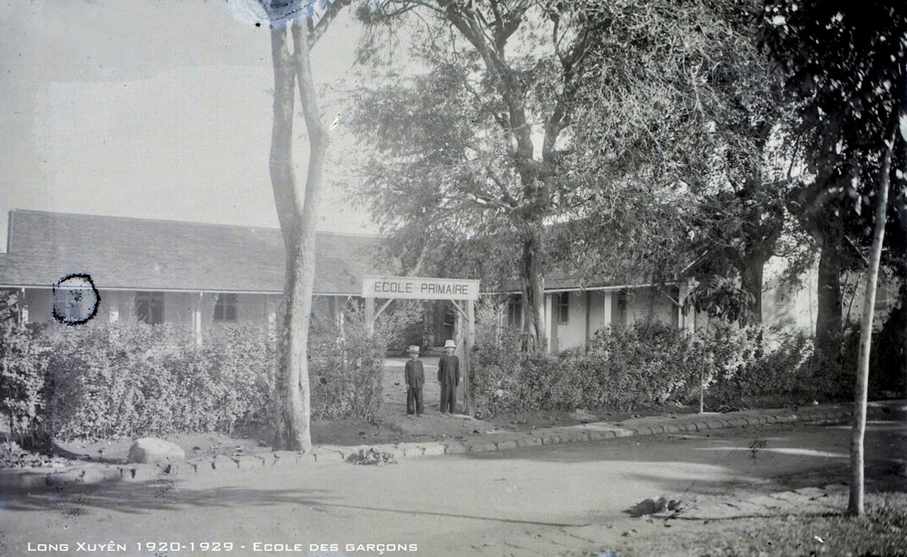 Trường nam tiểu học Long Xuyên thập niên 1920s