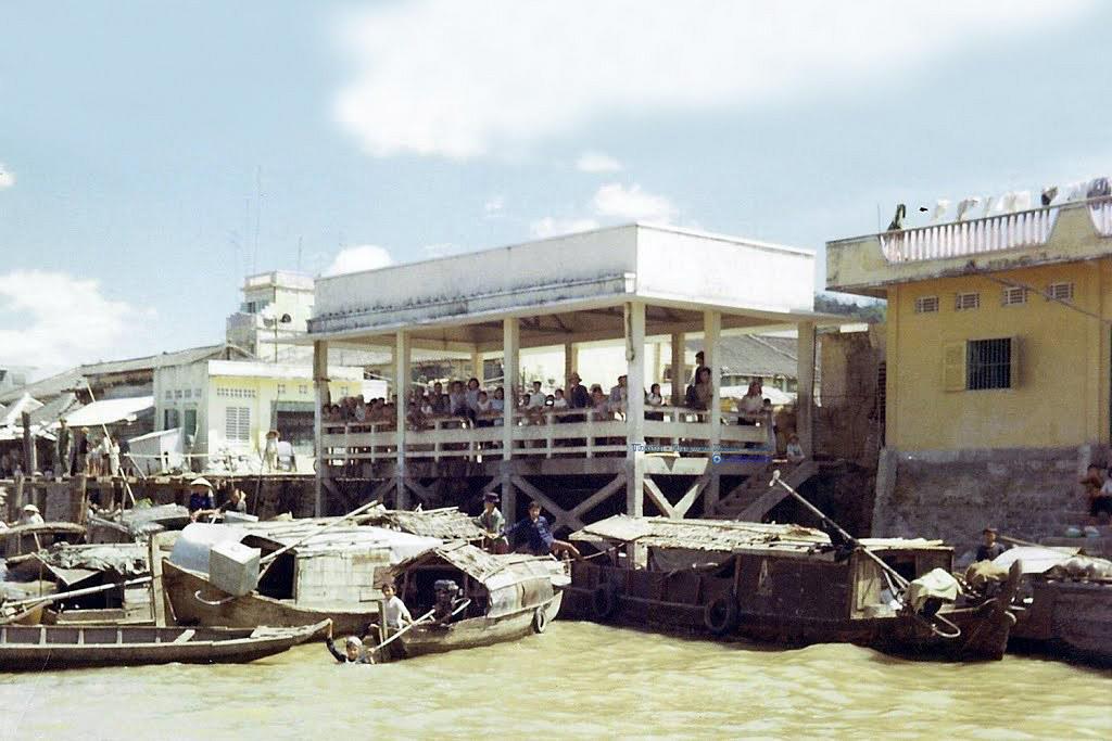 Cảng gần trung tâm Long Xuyên 1969   Photo by Mike Belisle