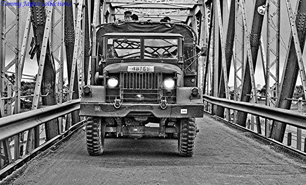 Xe di chuyển trên cầu Bến Lứt ở Long An đi qua Mỹ Tho