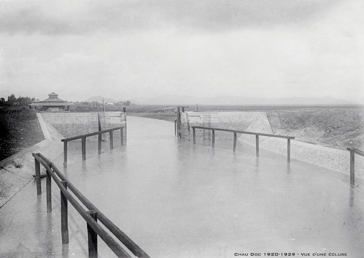 Chốt khóa ở kênh đào của người Pháp thập niên 1920s