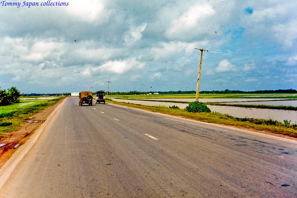 Con đường quốc lộ 1 nối Mỹ Tho và Sài Gòn những năm 1969   Photo by Lance Cromwell
