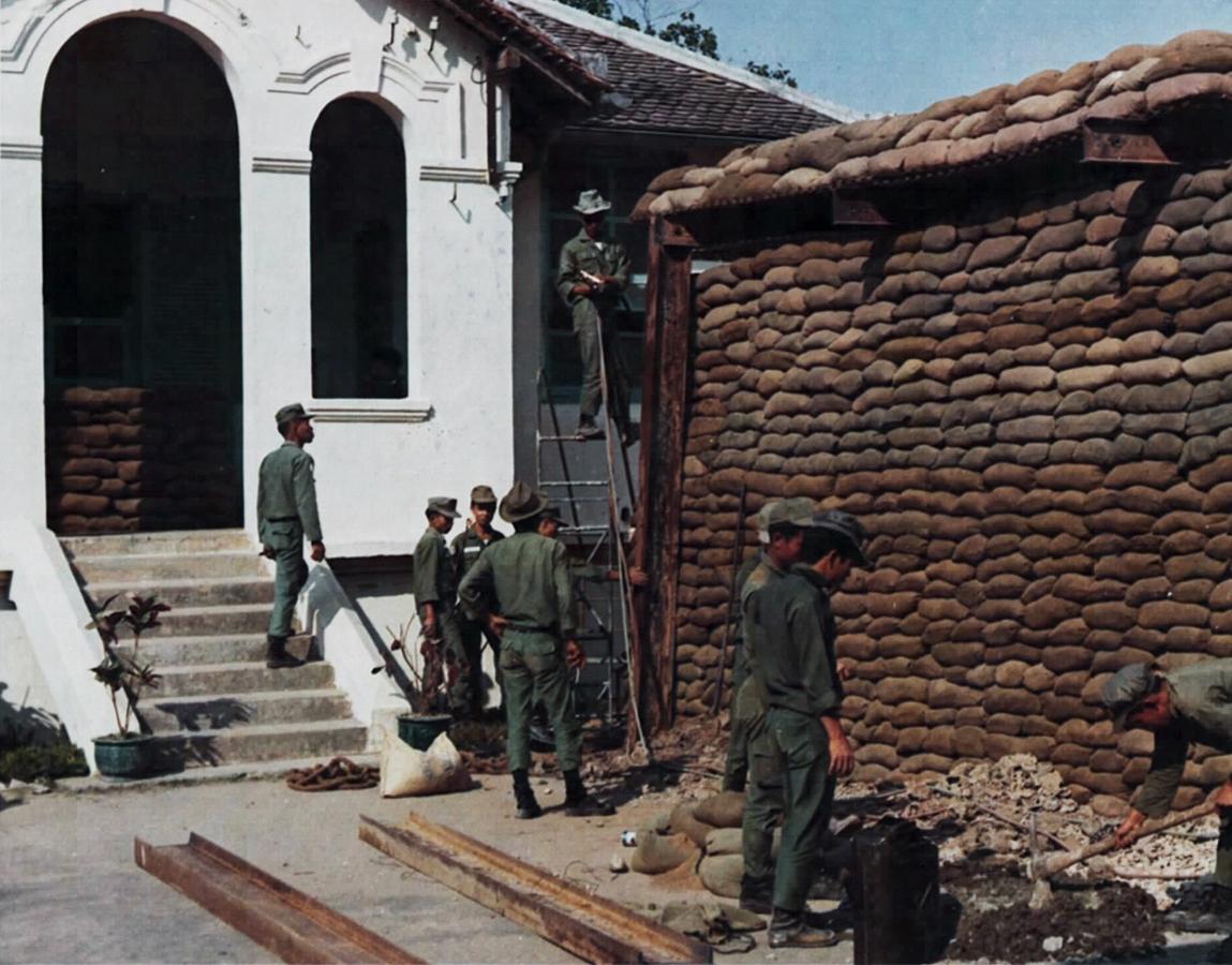 Gia cố hầm nổi trong trại Lê Lợi - Nơi đặt trụ sở Bộ tư lệnh Quân Khu 4