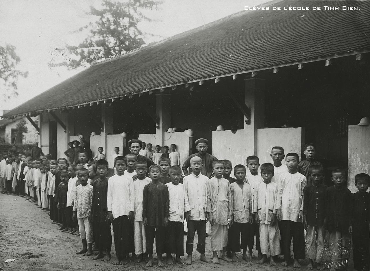 Học sinh trường nam sinh ở Tịnh Biên thập niên 1920s