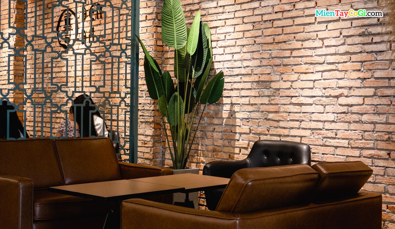 Không gian ghế sofa Đen Đá cà phê