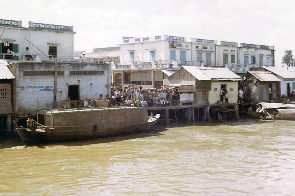 Khu vực ven sông Long Xuyên năm 1969   Photo by Mike Belisle