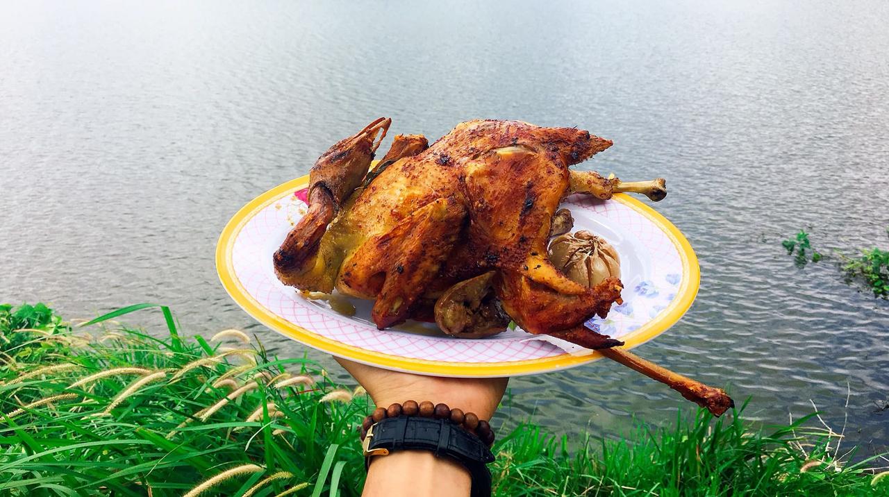 Món gà đốt Ô Thum ở hồ