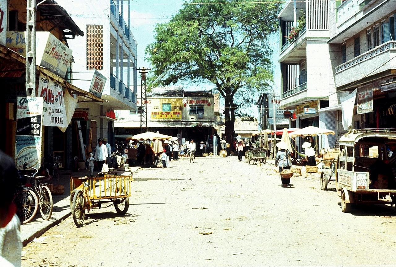 Một con phố rộng lớn ở Mỹ Tho năm 1969