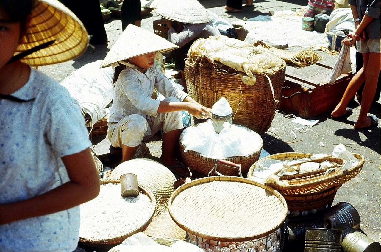 Người bán gạo khu vực chợ Mỹ Tho