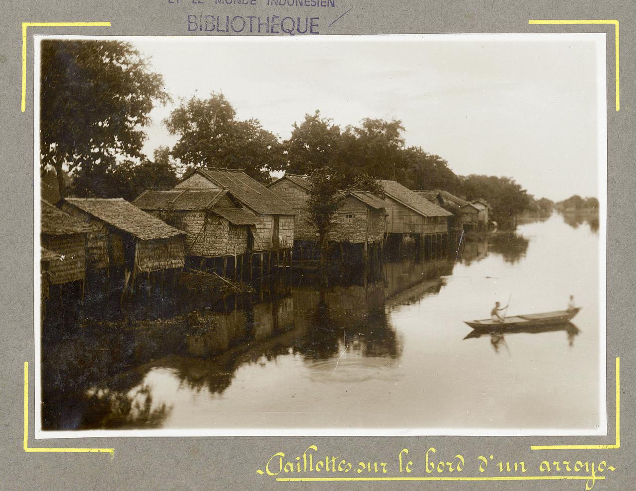 Những ngôi nhà lá ven sông ở Châu Đốc