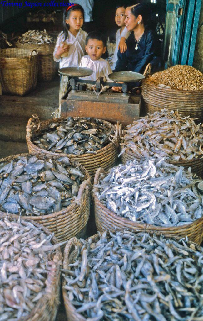 Sạp khô cá các loại bán ở chợ Mỹ Tho ngày xưa