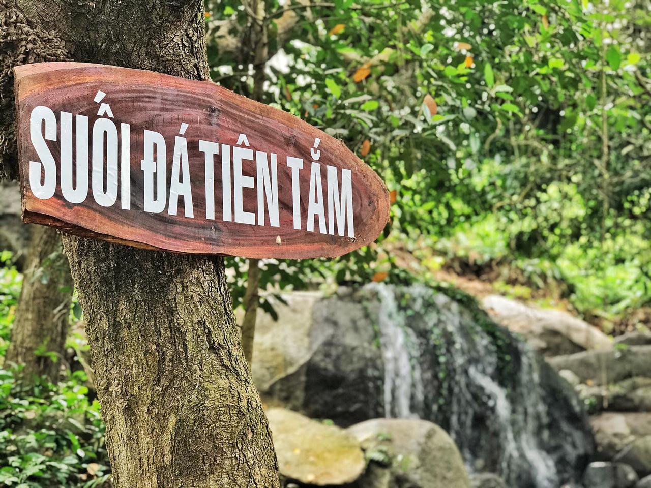 Suối đá tiên tắm ở đồi Tức Dụp