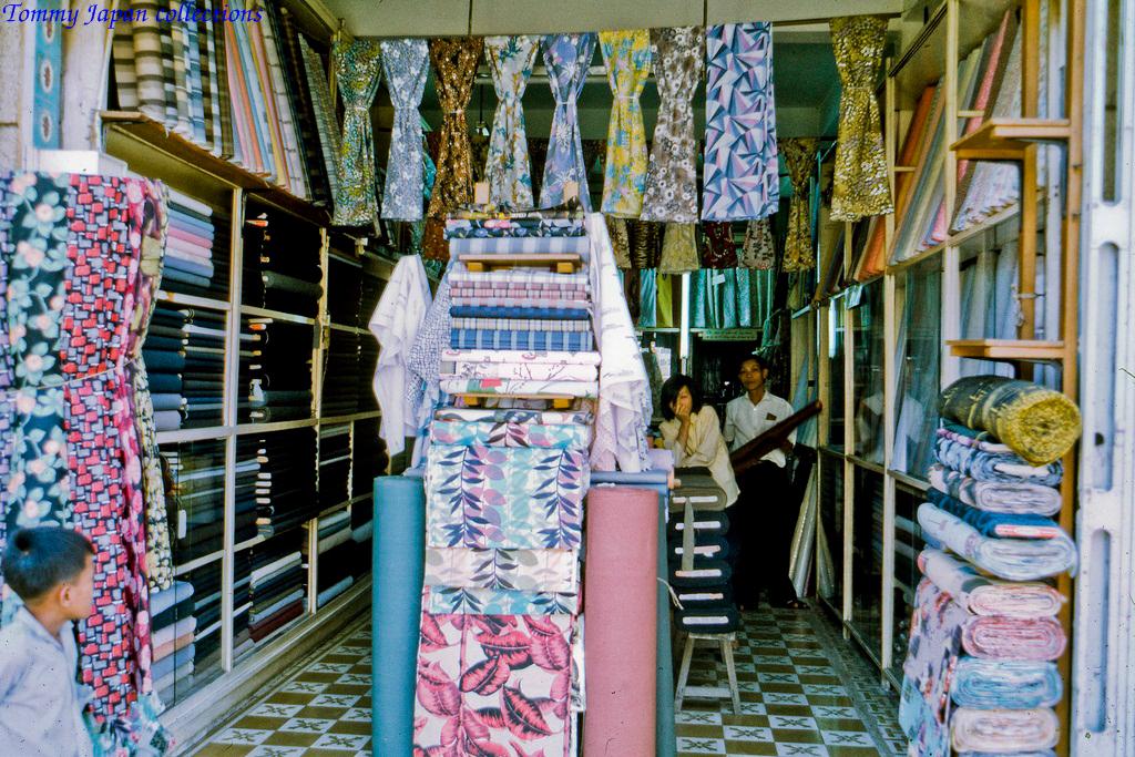 Tiệm vải ở Mỹ Tho năm 1969   Photo by Lance Cromwell