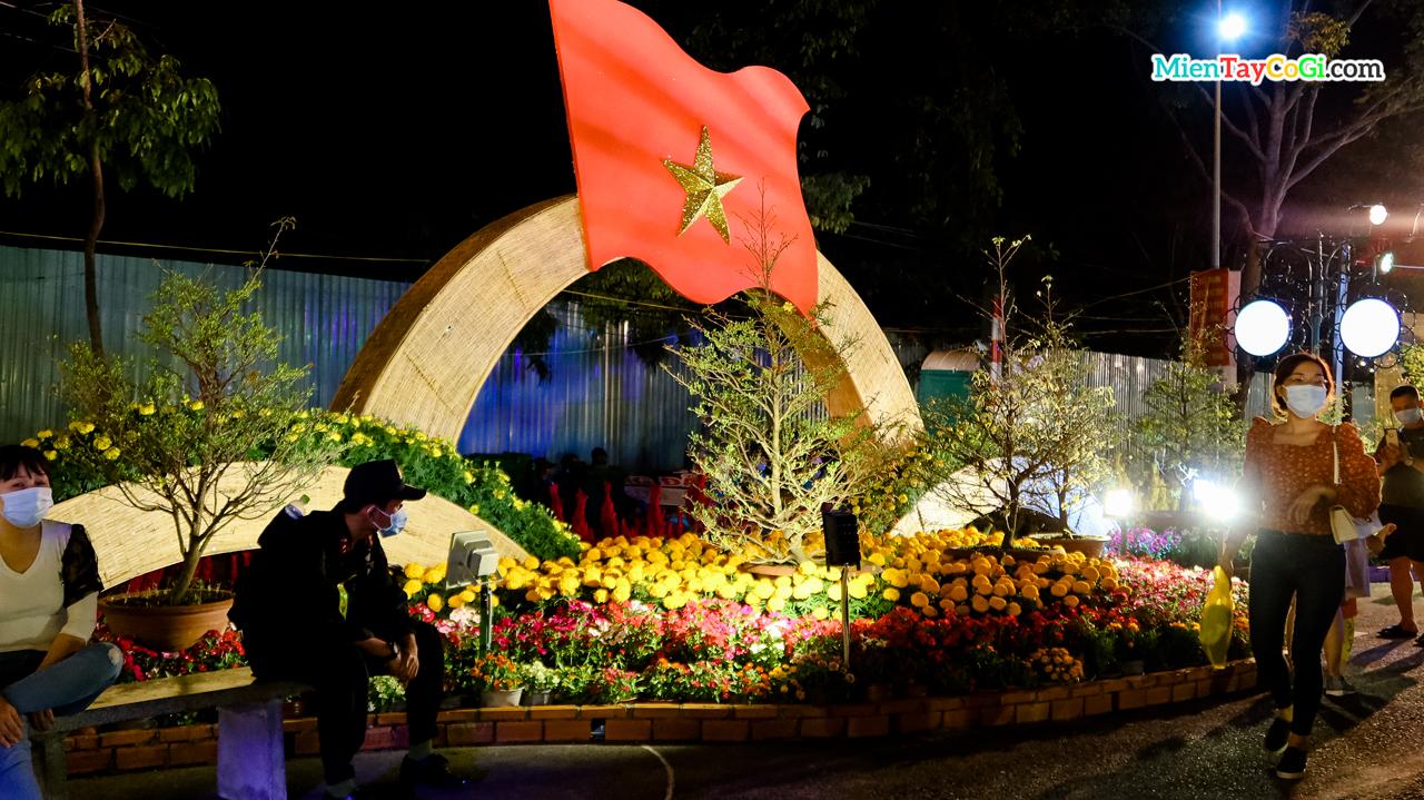 Tiểu cảnh cờ Việt Nam