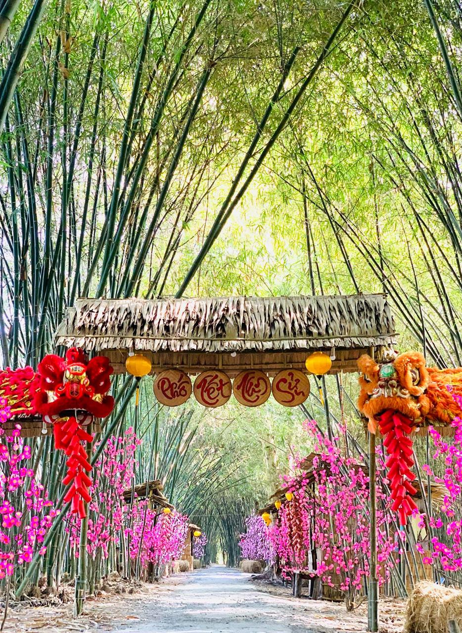 Tiểu cảnh phố Tết tuyệt đẹp ở Bamboo Garden Hậu Giang