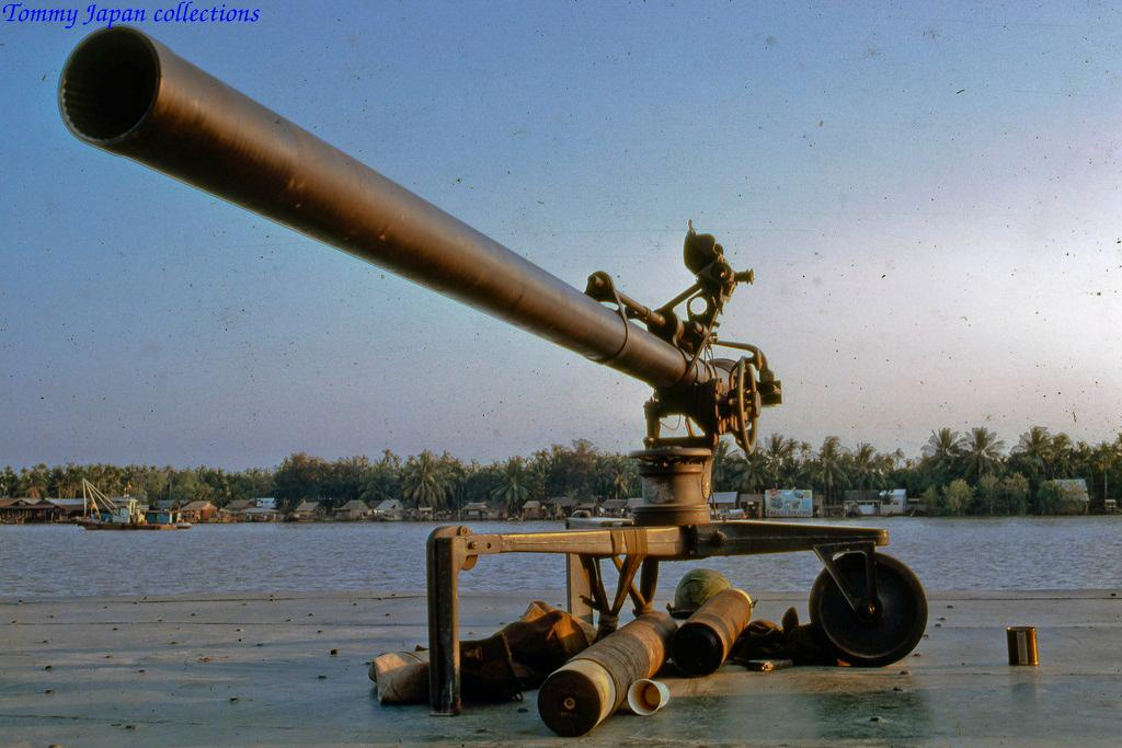 Ụ súng trên tàu hải quân Mỹ Tho năm 1969   Photo by Lance Cromwell