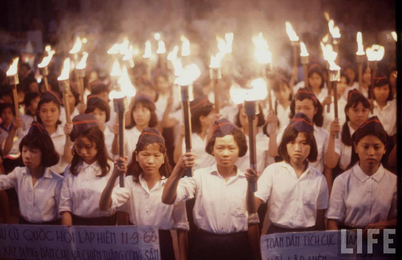Buổi lễ đốt đuốc bầu cử Quốc hội Lập HIến diễn ra năm 1966 ở thành phố Cần Thơ