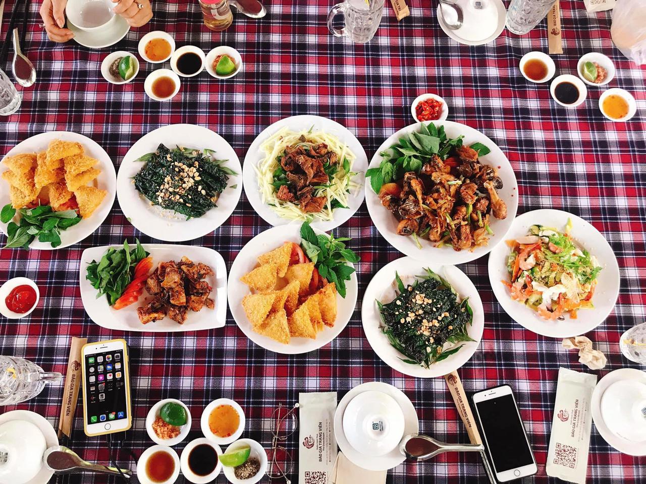 Bữa ăn tại nhà hàng Bảo Gia Trang Viên Cần Thơ