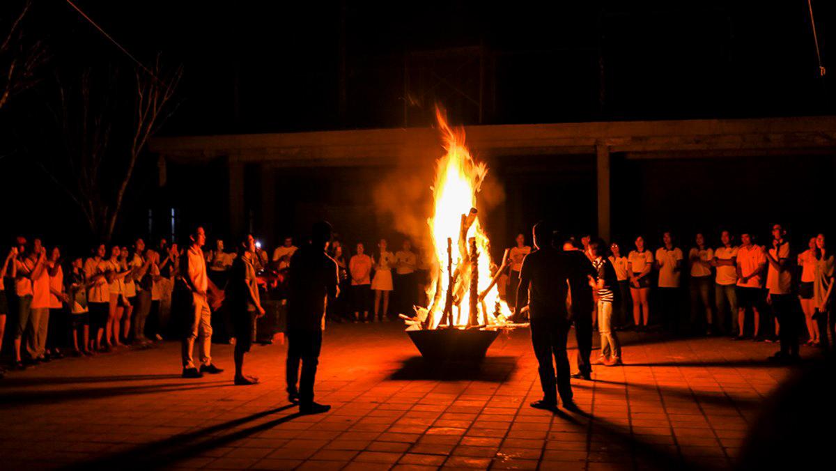 Đốt lửa trại ở Bảo Gia Trang Viên Cần Thơ