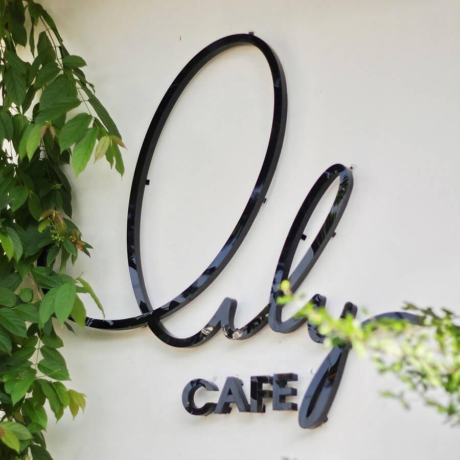 Bảng hiệu Lily cafe Cần Thơ
