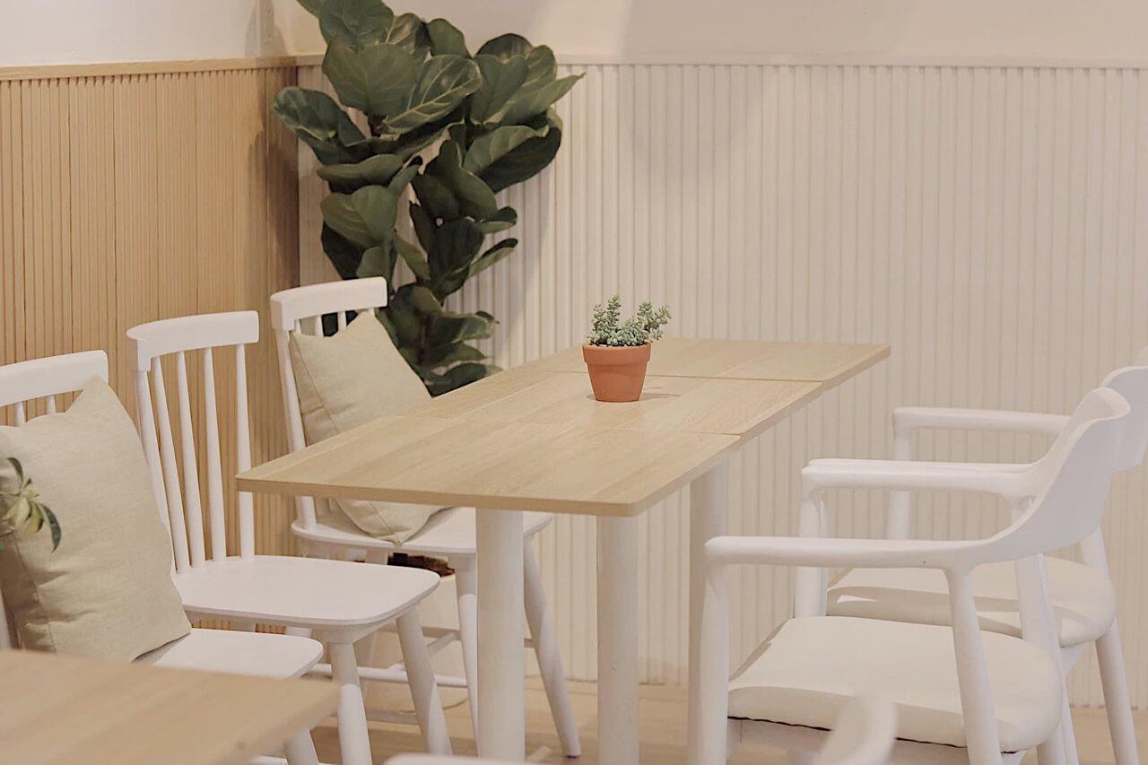 Bày trí bên trong Chatee Coffee Cần Thơ thích hợp để làm việc hay học bài