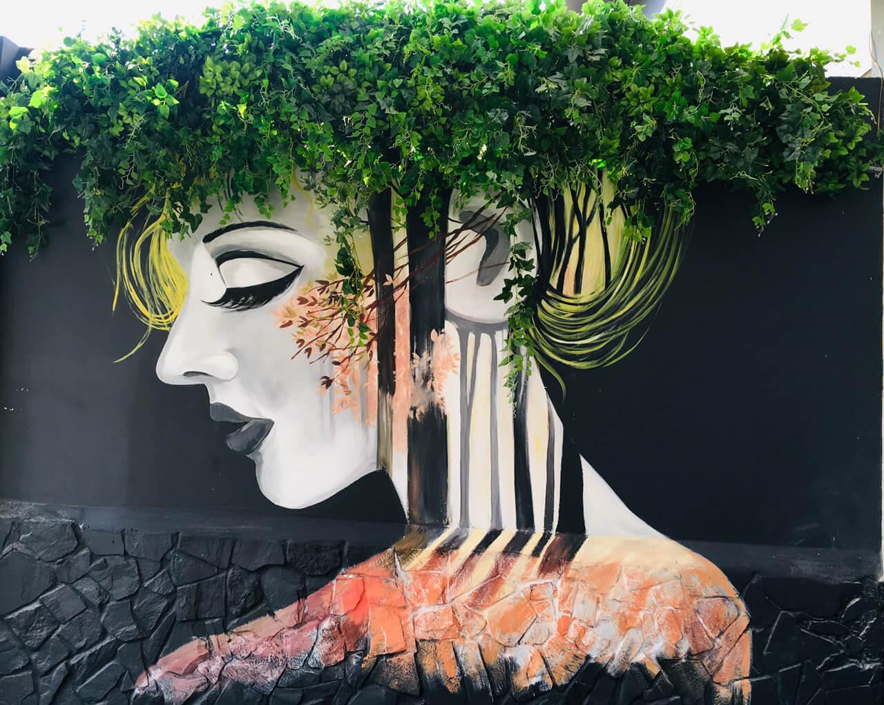 Bức vẽ cô gái khá ấn tượng ở Gani Coffee House Cần Thơ