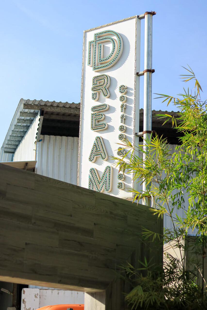 Bảng hiệu Dream Cà Phê Cần Thơ