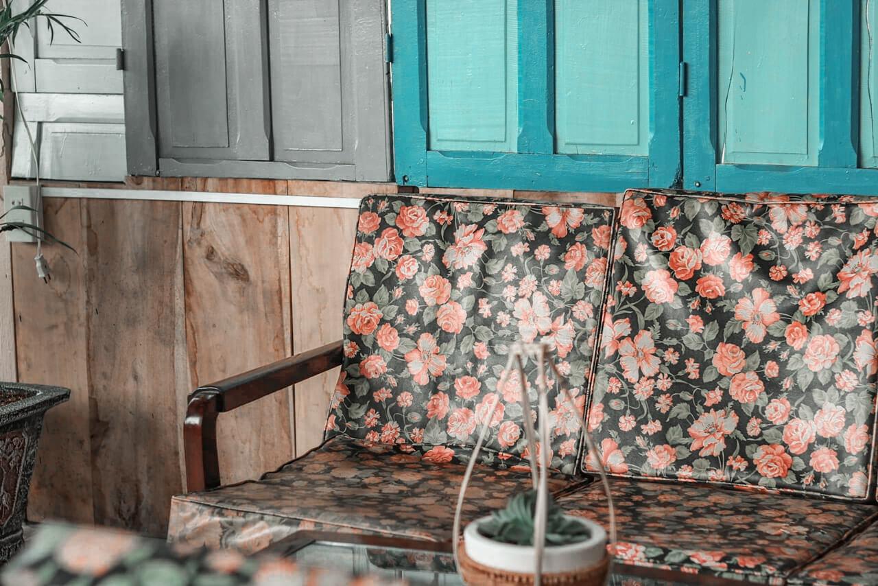 Ghế sofa bọc họa tiết xưa