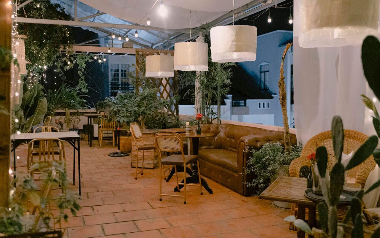Không gian ăn lãng mạn ở sân thượng Ma Famille Cafeteria Cần Thơ