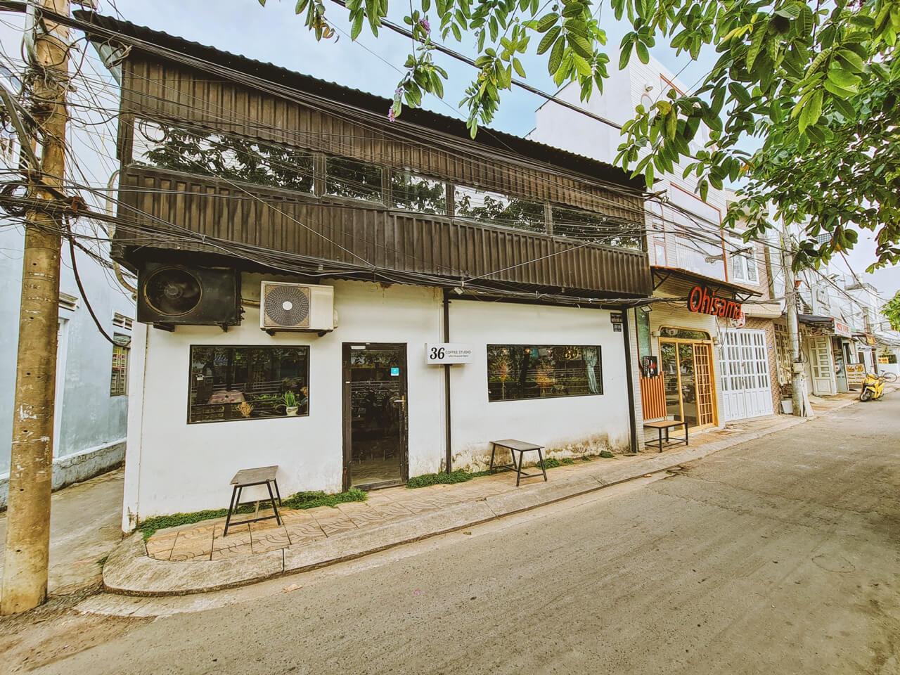 Không gian bên ngoài 36 Coffee Studio