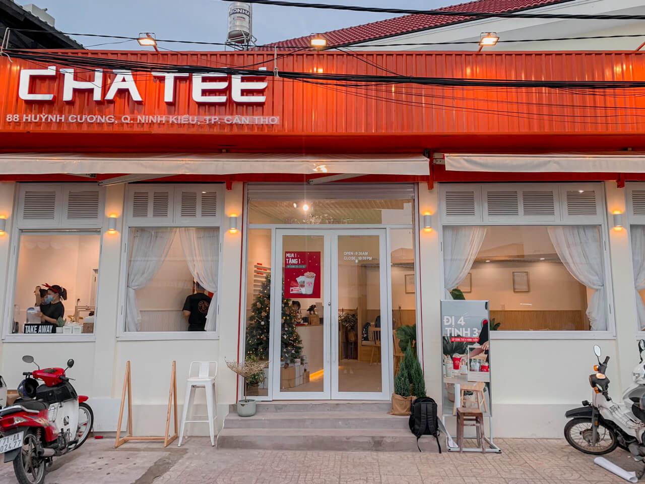 Không gian bên ngoài của quán trà sữa Chatee Coffee Cần Thơ