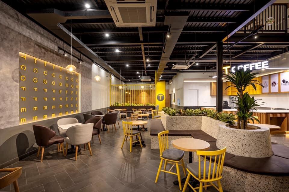 Không gian bên trong quán cà phê 4