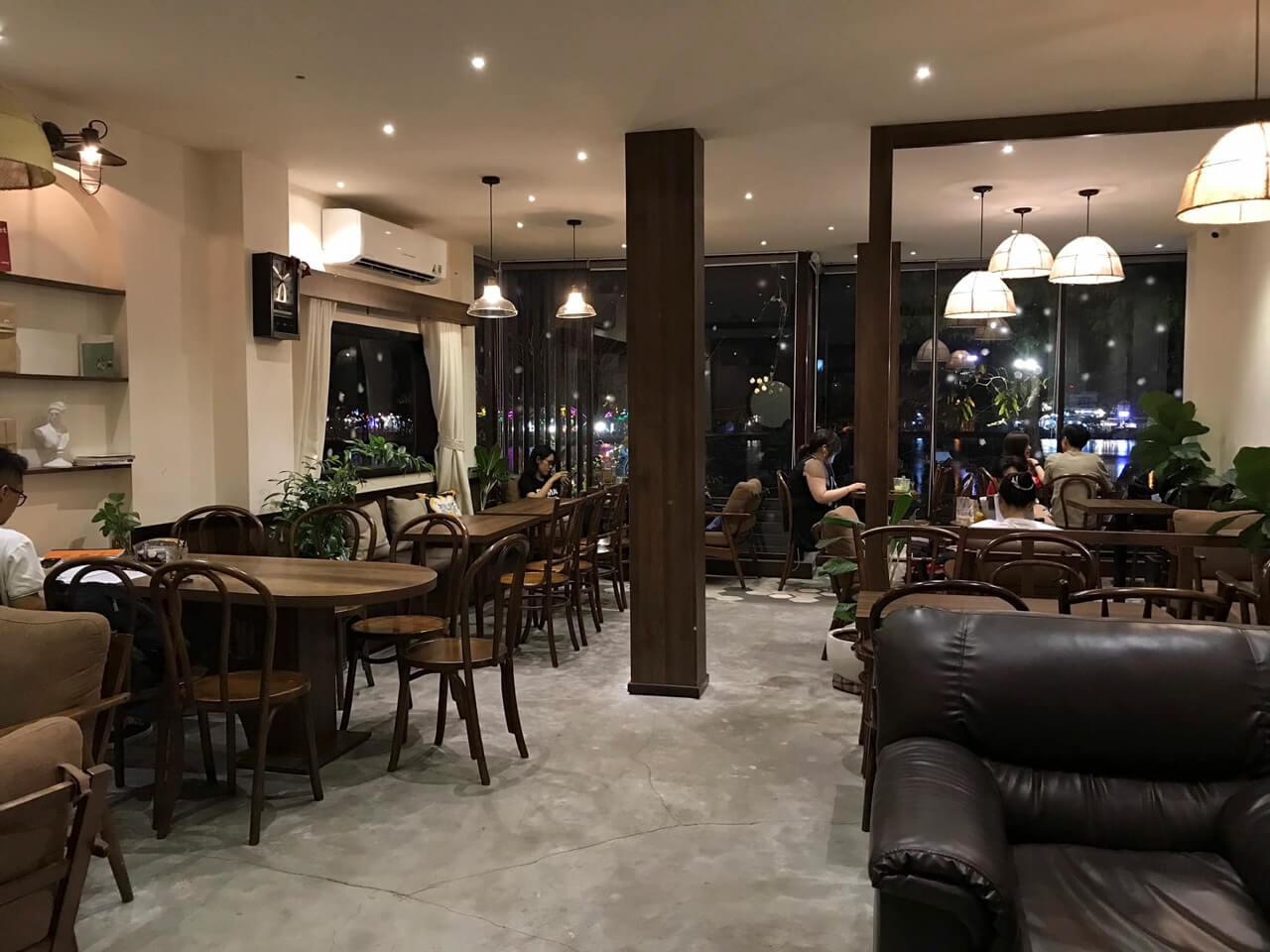 Không gian bên trong tầng 1 coti cafe Cần Thơ