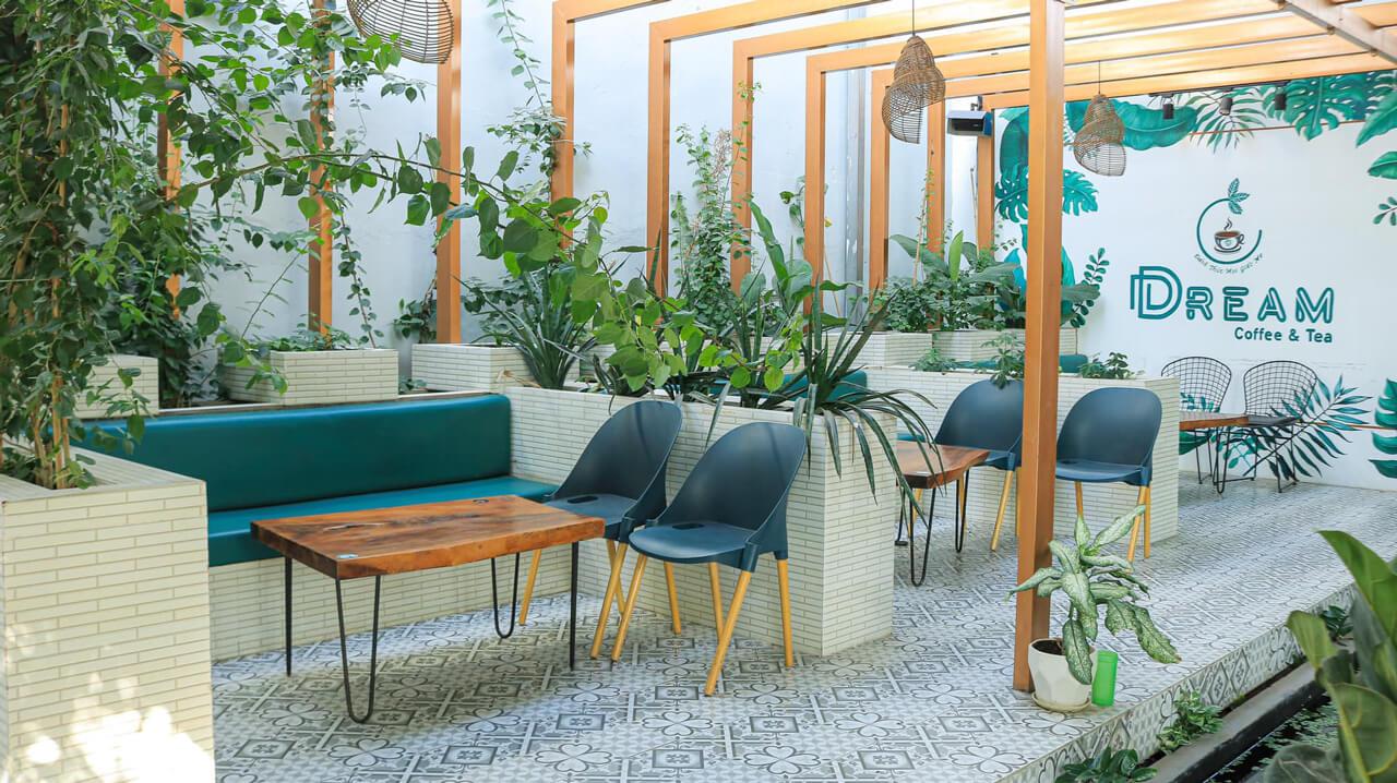 Không gian sân vườn với thiết kế sáng và sạch