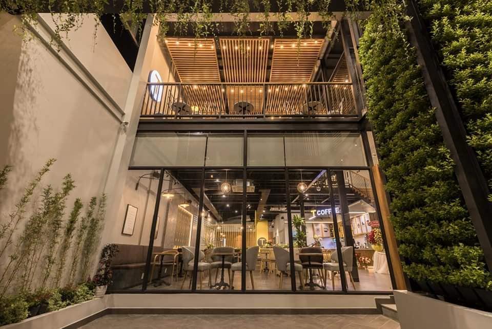 Không gian quán T Coffee về đêm