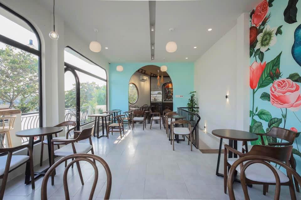 Không gian tầng lầu của Lily cafe Cần Thơ