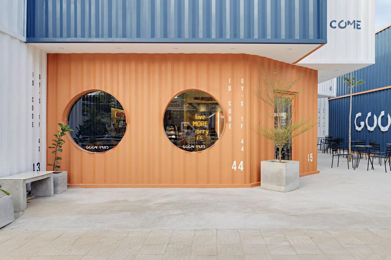 Khu vực Container cam chụp ảnh ở Goon Yard Coffee Cần Thơ