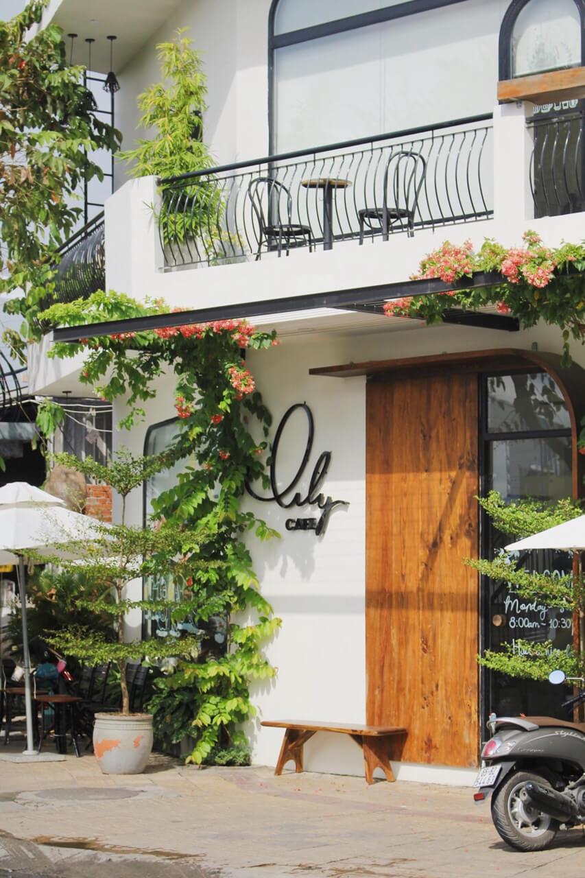 Kiến trúc bên ngoài Lily cafe Cần Thơ