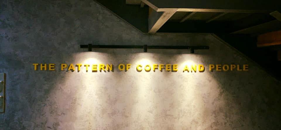 slogan beben trong quán T Coffee Cần Thơ
