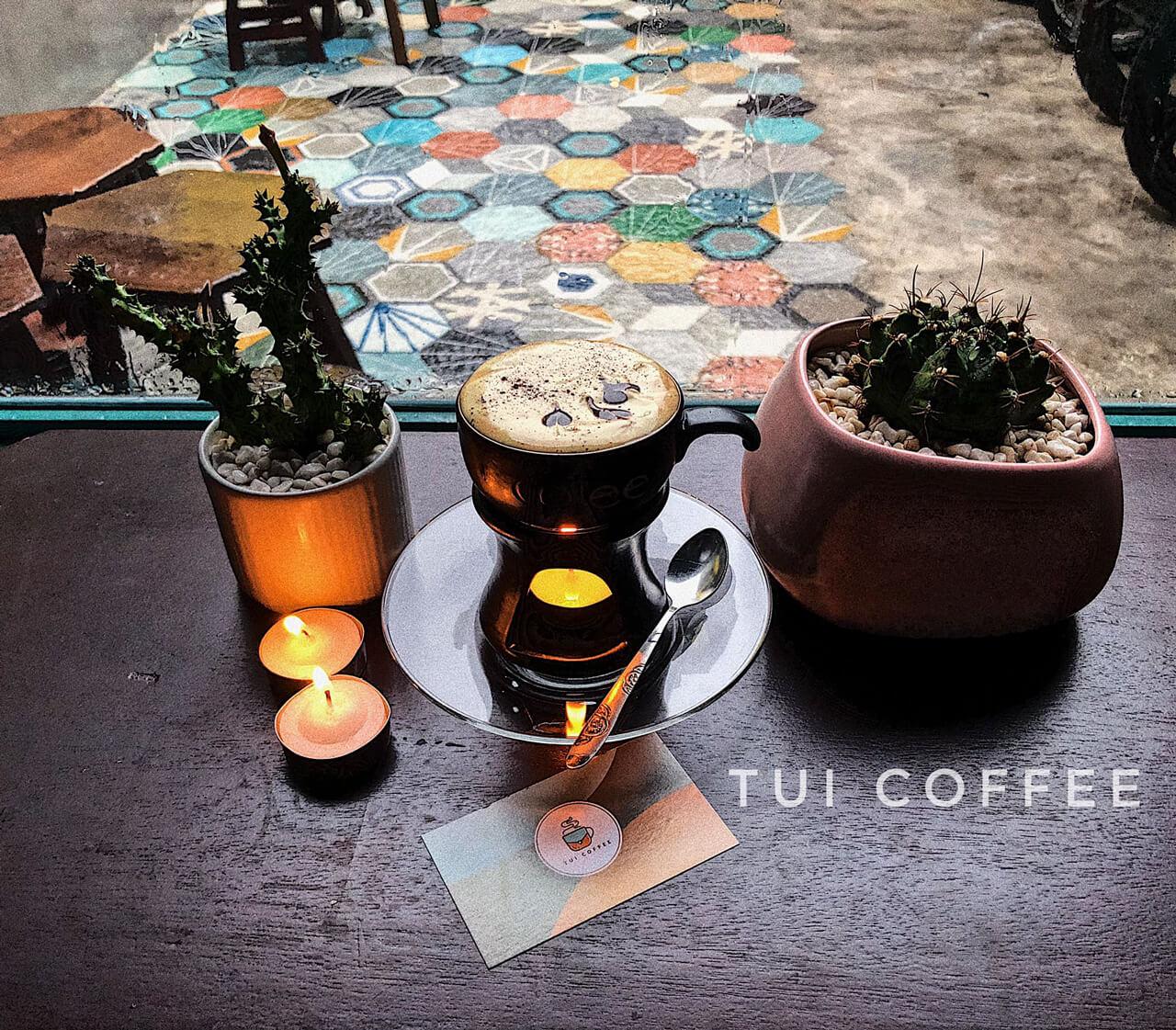 Món coffee trứng đặc trưng của quán cà phê TUI Cần Thơ