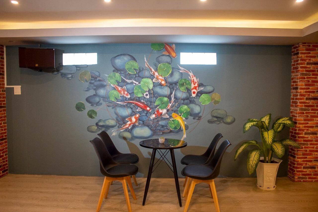 Sau mỗi bức tường là môt bức tranh họa bích đặc biêt của quán